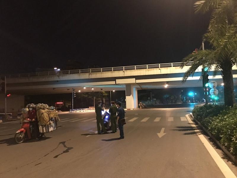 Ba Đình: Ra quân từ 3 giờ sáng để kiểm tra việc phòng chống dịch Covid-19