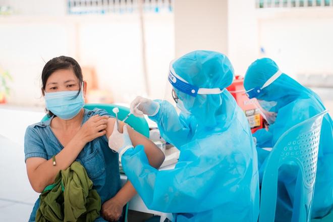 Xử trí cơn sốt sau tiêm vắc xin Covid-19