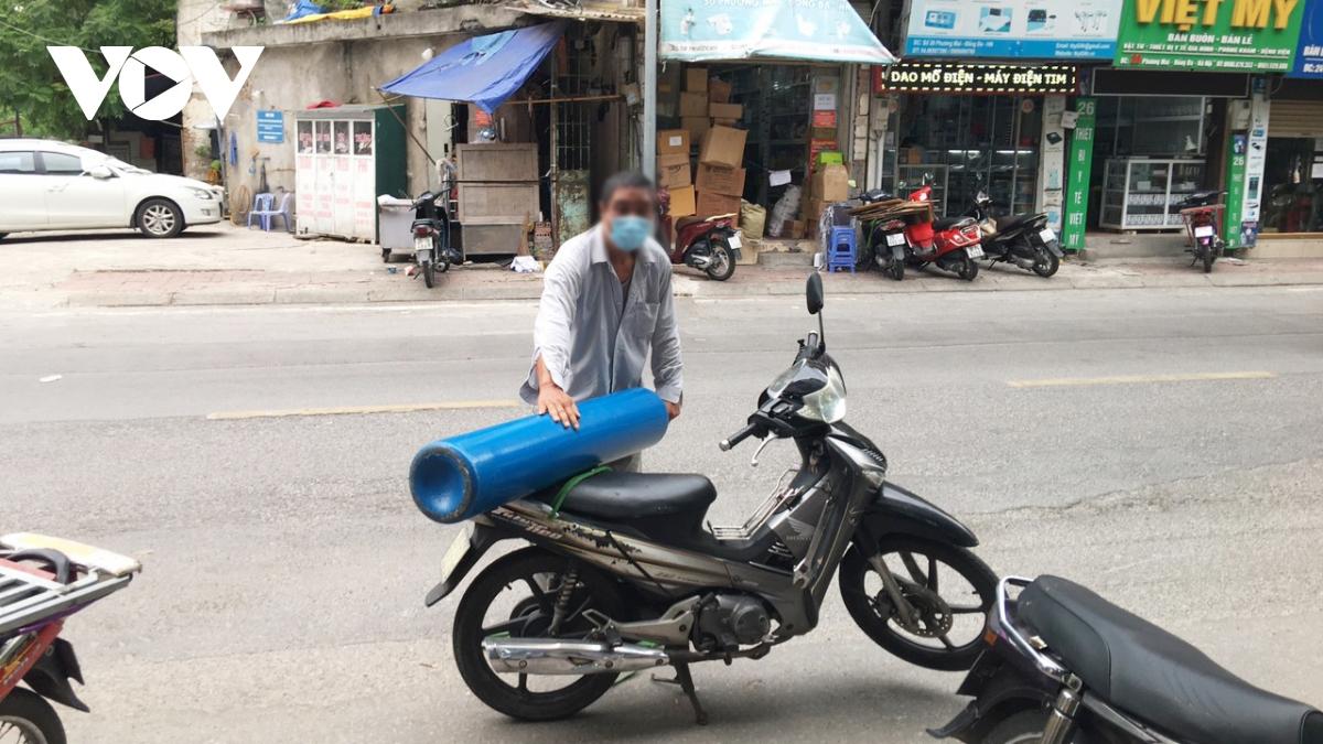 Người dân mua bình oxy tích trữ, chuyên gia nói gì?
