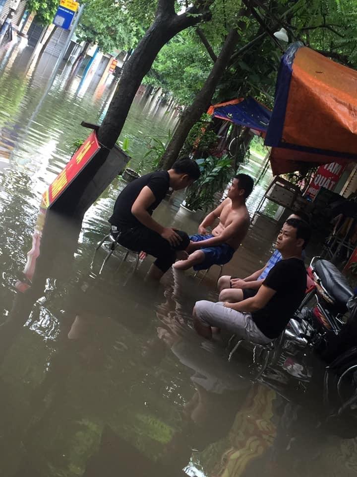 mua tam ngung pho ha noi van trong bien nuoc