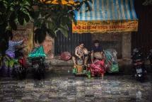 Hà Nội - Nhịp sống ngày mưa bão