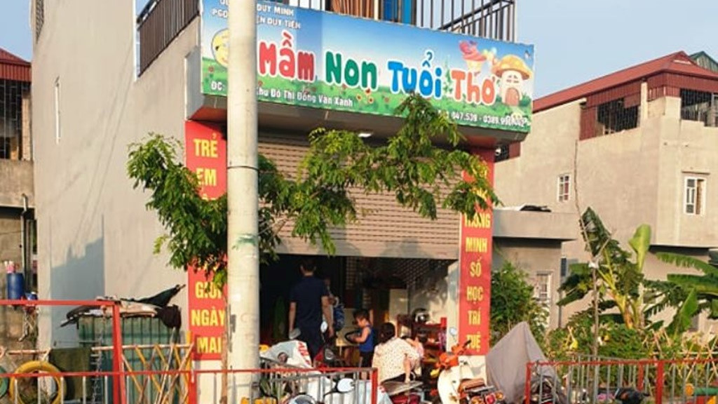 dinh chi co so mam non co 3 tre bi bong trong gio hoc ky nang