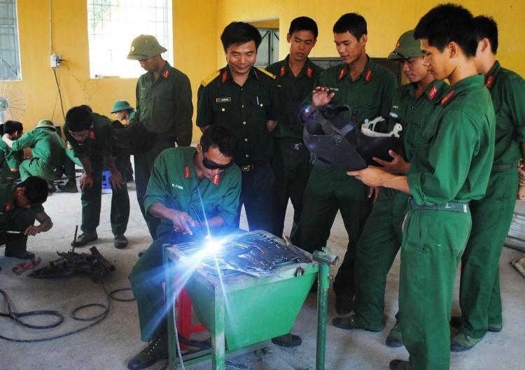 Kẽ hở trường nghề quân đội