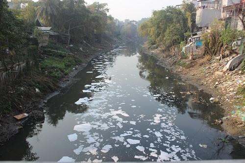 Lý do nào khiến nước sông Nhuệ - Đáy ô nhiễm nặng, không thể tưới tiêu?