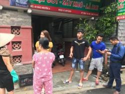 Thông tin thêm vụ bé trai sơ sinh bị bỏ rơi trong khe tường giữa 2 nhà
