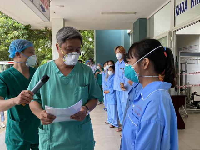 Thứ trưởng Nguyễn Trường Sơn rời Đà Nẵng sau 3 tuần ở tâm dịch Covid-19 - 4