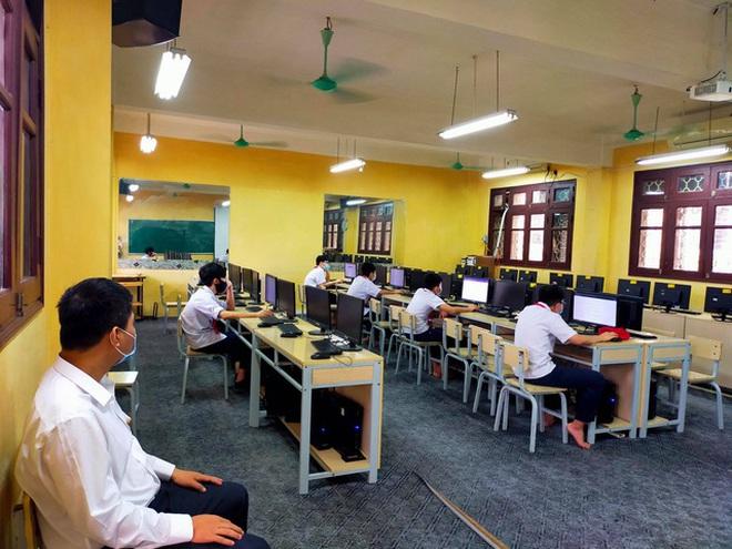 Dịch tiếp tục căng thẳng, cô trò Hà Nội gian nan kiểm tra học kỳ trực tuyến - 3