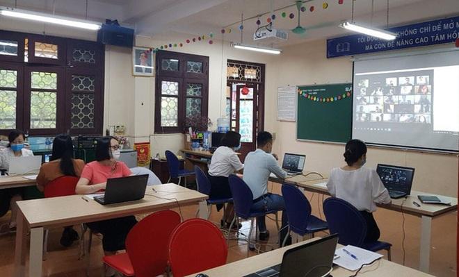 Dịch tiếp tục căng thẳng, cô trò Hà Nội gian nan kiểm tra học kỳ trực tuyến - 1