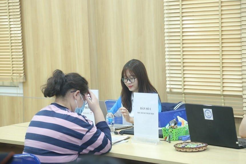 Cô sinh viên tích cực tham gia hoạt động Đoàn - Hội