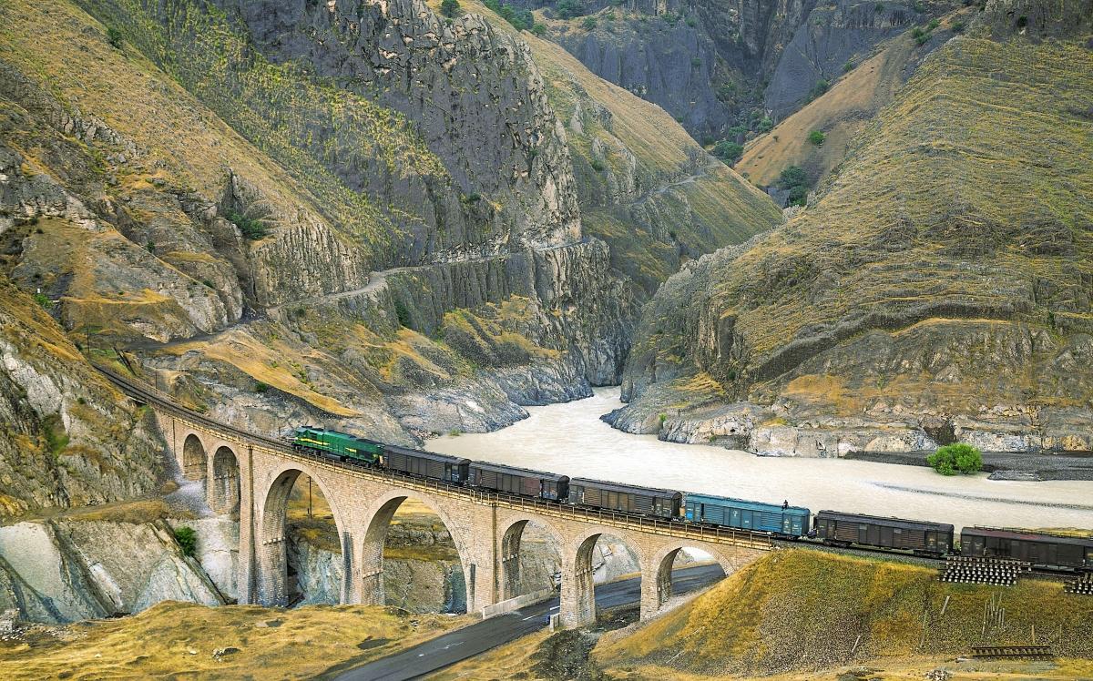 Tuyến đường sắt xuyên Iran. Nguồn: Hossein Javadi