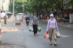 """Chợ dân sinh Hà Nội tổ chức đường 1 chiều, không """"tiếp"""" người từ quận khác"""