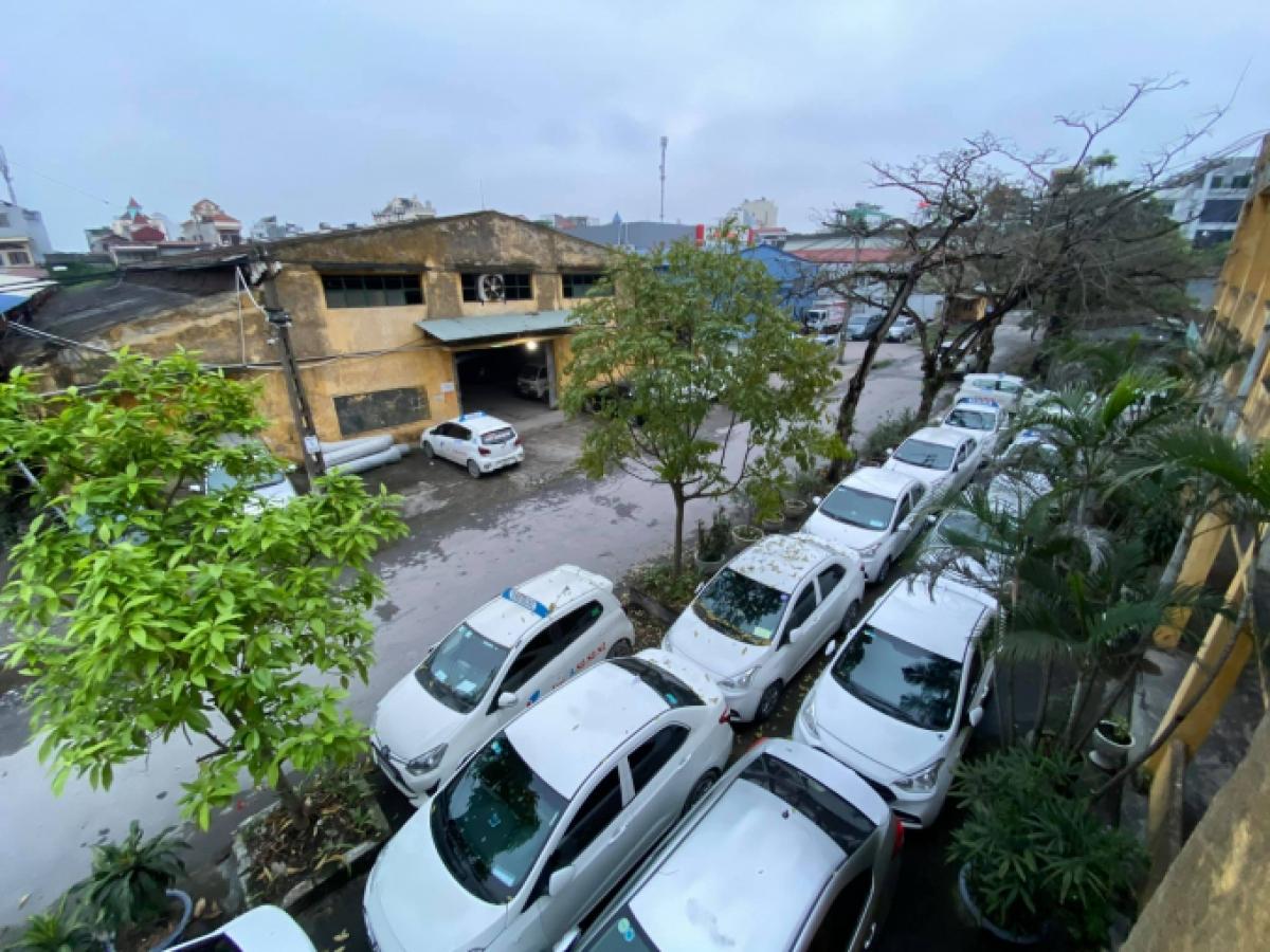 """Hàng nghìn các phương tiện vận tải taxi rơi vào tình """"án binh bất động""""."""