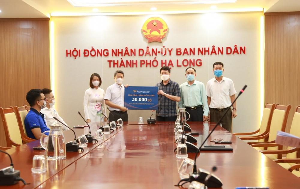 Văn Phú - Invest tặng 30.000 bộ xét nghiệm nhanh Covid-19 cho TP Hạ Long