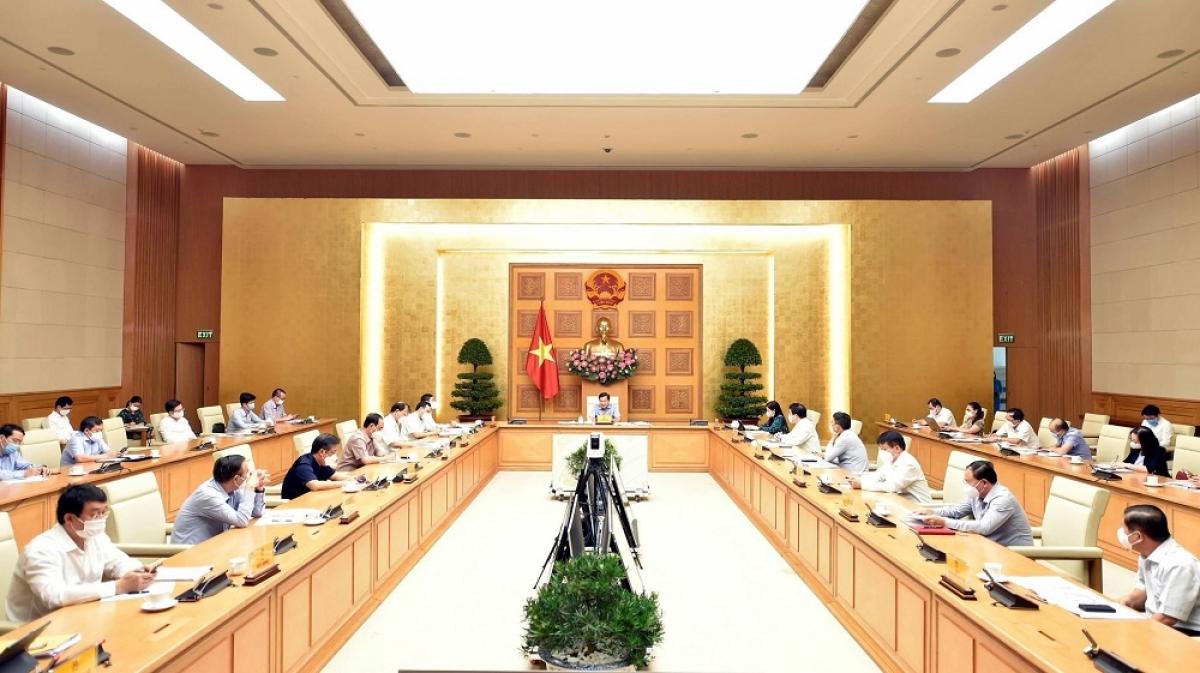 Phó Thủ tướng Lê Minh Khái: Các Bộ, ngành, địa phương chủ động tiếp tục tháo gỡ khó khăn cho sản xuất kinh doanh, lưu thông hàng hóa để chuẩn bị các nguồn hàng dự trữ, bình ổn giá cả thị trường nhất là dịp cuối năm 2021. (Ảnh: Báo Chính phủ)