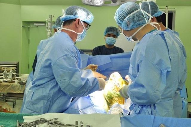 Sau vụ nâng khống giá trang thiết bị y tế, Bộ Y tế yêu cầu minh bạch về giá - 1