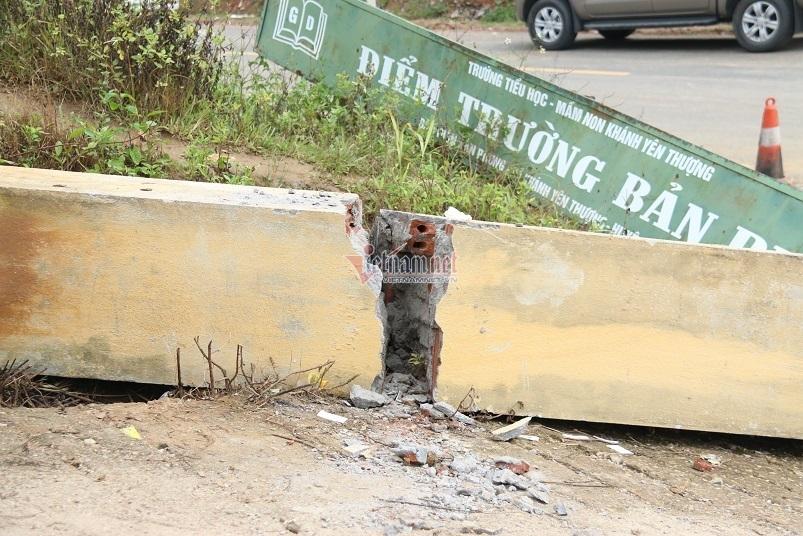 Sập cổng trường ở Lào Cai