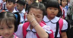 Mẹ bật khóc khi con vừa vào lớp 1 bị cô giáo chê bai đủ kiểu