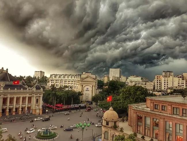 Đêm nay, đợt không khí lạnh mới về Hà Nội, trời đổ mưa dông