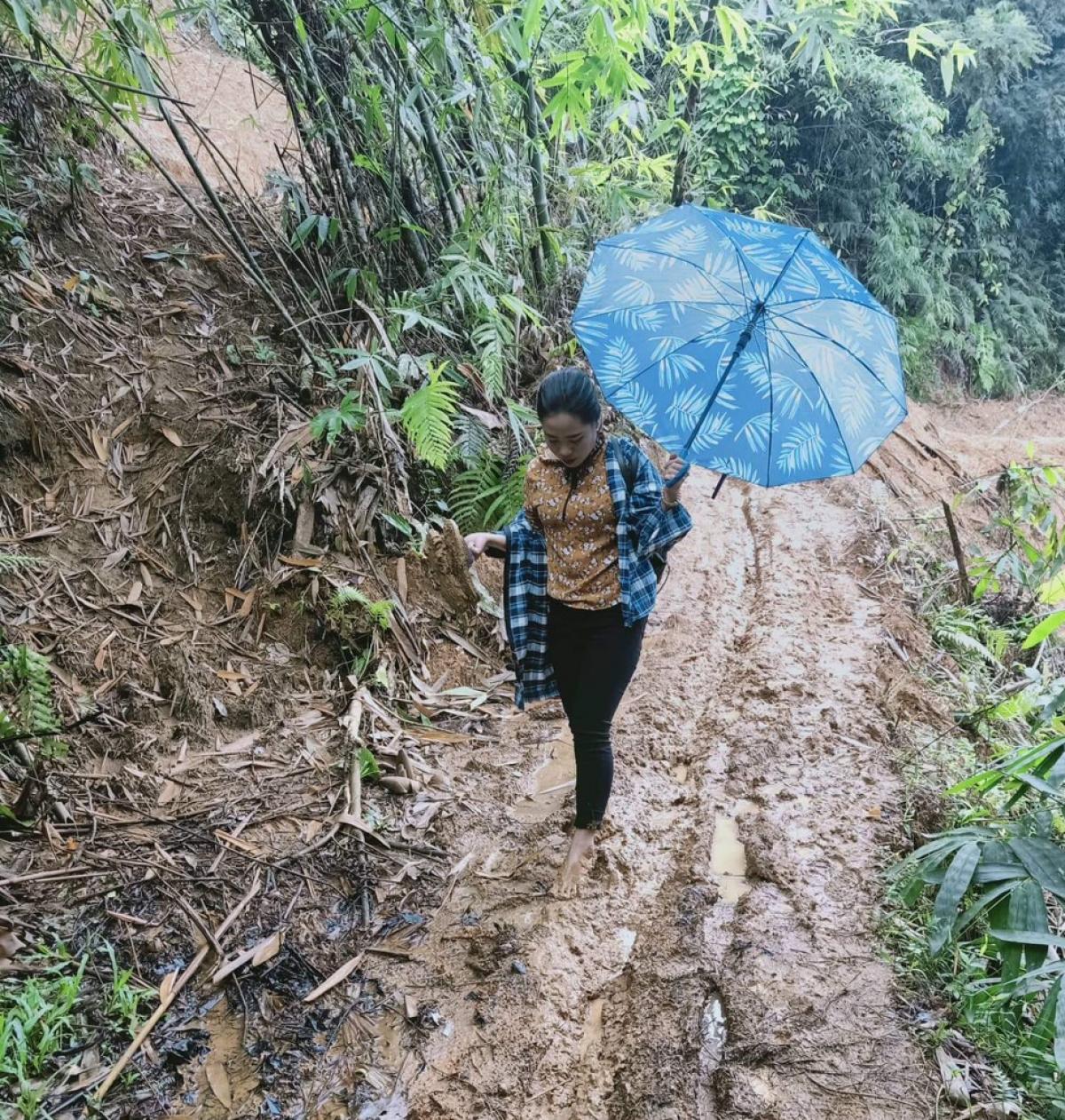 Con đường đến trường của cô Sung Thị Tông. (ảnh: Báo Thanh Hóa)