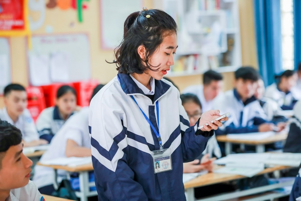 """""""Sự thông minh trống rỗng"""" khi cho học sinh dùng smartphone"""
