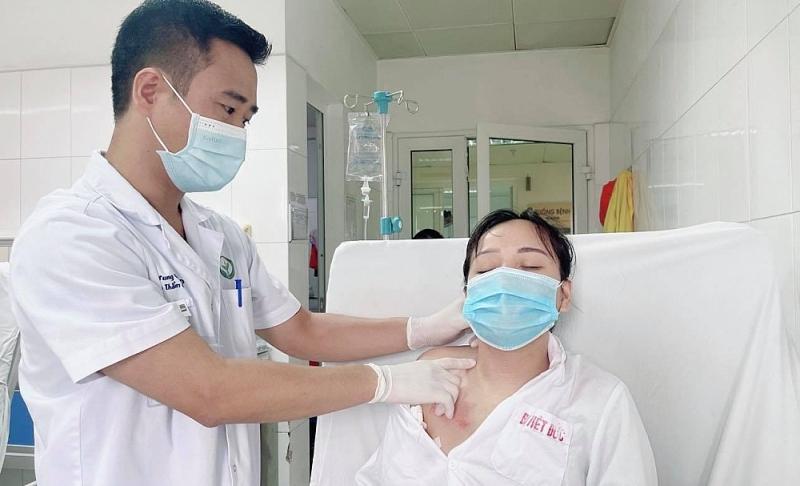 Phẫu thuật điều trị vẹo cổ qua nội soi đường nách lần đầu được thực hiện tại Việt Nam