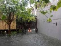 Dự báo thời tiết ngày 17/10: Mưa lớn diện rộng ở Trung Bộ, Hà Nội rải rác có dông