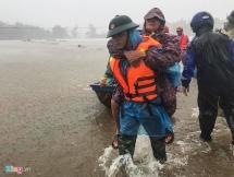 Sơ tán hàng nghìn người khỏi vùng nguy hiểm trước khi bão số 5 đổ bộ