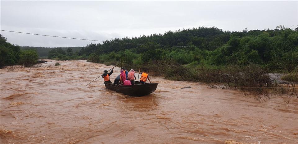 Miền Trung, Tây Nguyên: Mưa to diện rộng, nhiều nơi ngập lụt, ùn tắc giao thông