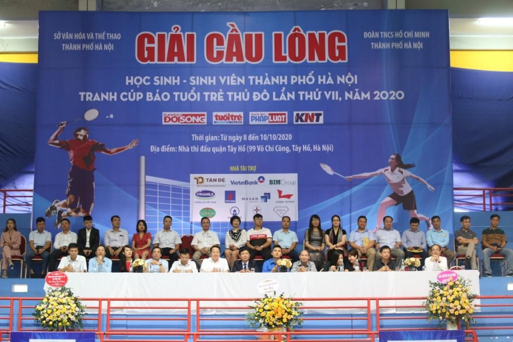Các đại biểu tham dự lễ khai mạc giải