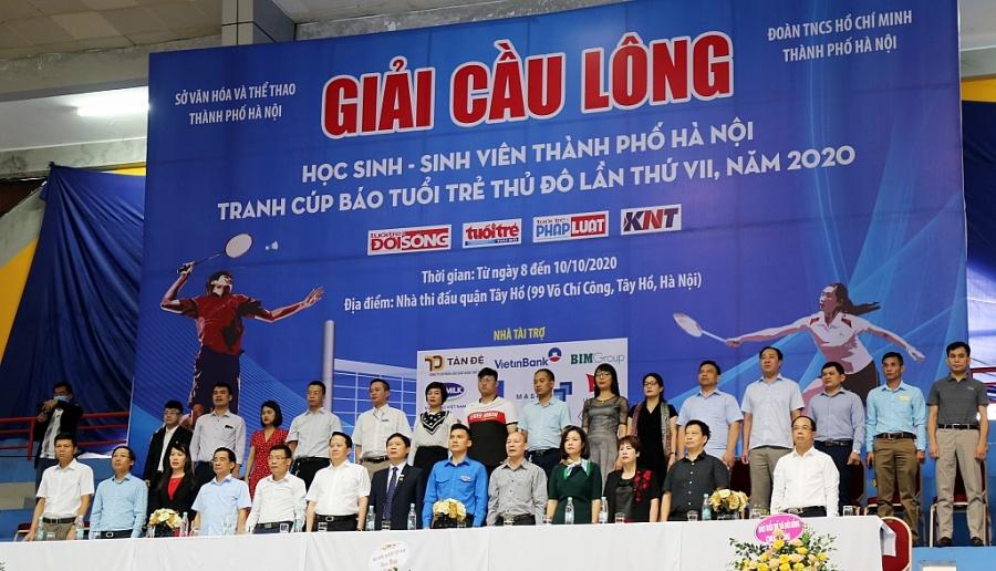 Các đại biểu tham dự lễ khai mạc Giải Cầu lông Học sinh - Sinh viên TP Hà Nội tranh Cúp Báo Tuổi trẻ Thủ đô lần VII