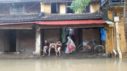 Quảng Nam: Nước sông dâng nhanh, phố cổ Hội An đang ngập lênh láng