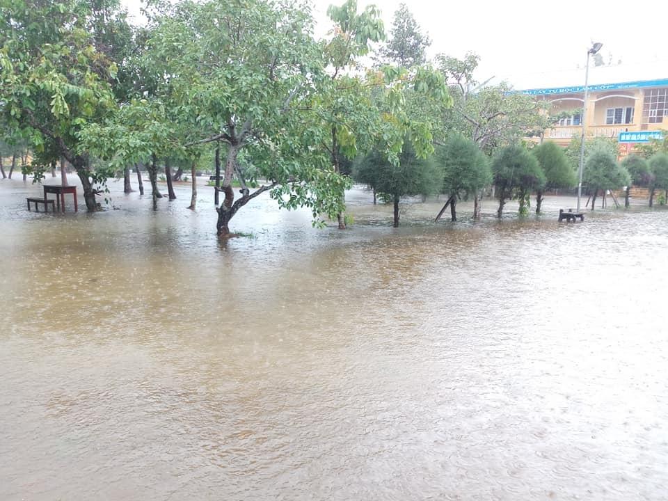 Nhiều trường học ở Huế bắt đầu ngập