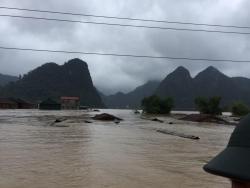 Thiệt hại do mưa lũ ở miền Trung tiếp tục tăng lên