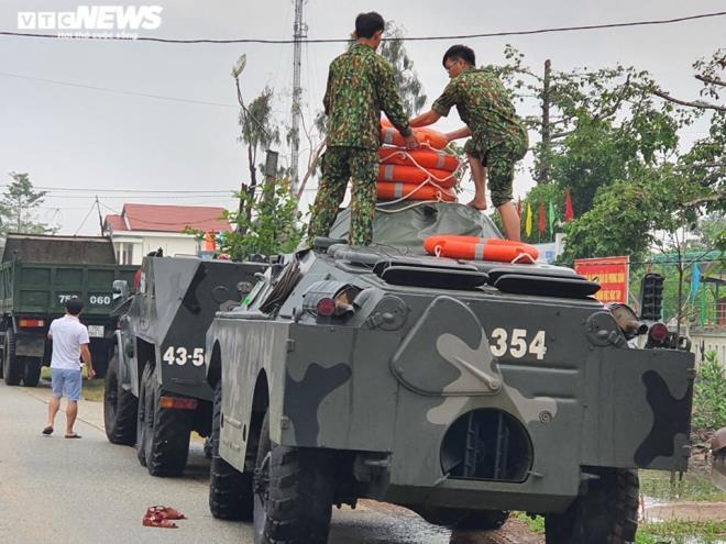 Sạt lở vùi lấp nhiều công nhân ở Huế: Mất liên lạc 13 người trong đoàn cứu hộ - 2