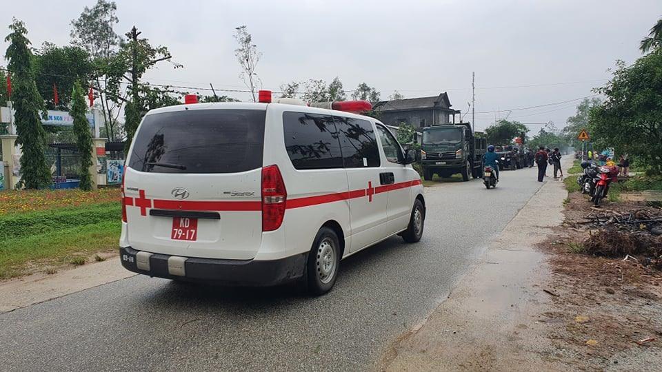 Xe cứu thương, xe đặc chủng đã được điều đến hiện trường.