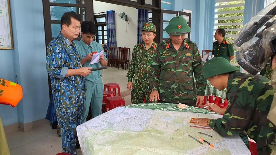 Lực lượng cứu hộ cứu nạn triển khai kế hoạch tiếp cận hiện trường, lên các phương án giải cứu người mắc kẹt trong vụ sạt lở thuỷ điện.