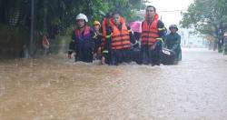 Kịp thời giải cứu toàn bộ giáo viên, học sinh khi nước lũ bủa vây trường