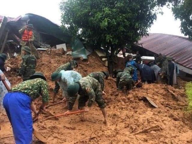Hiện trường cứu hộ tại khu vực Đoàn 337 bị lở đất vùi lấp 22 cán bộ, chiến sỹ.