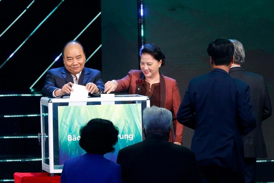 Thủ tướng Nguyễn Xuân Phúc, Chủ tịch Quốc hội Nguyễn Thị Kim Ngân cùng lãnh đạo, nguyên lãnh đạo Đảng, Nhà nước đã kêu gọi và trực tiếp ủng hộ Nhân dân miền Trung, Tây Nguyên bị ảnh hưởng bão lũ.