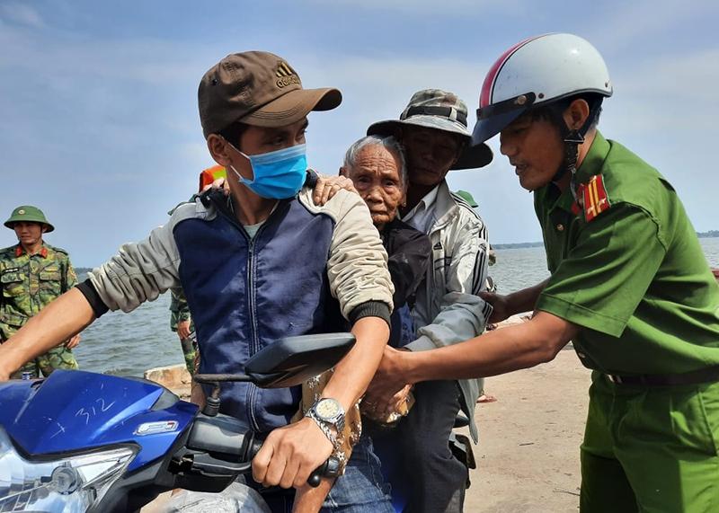 Quảng Nam đã sơ tán gần 43.000 người dân khỏi nơi nguy hiểm