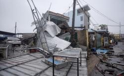 Bão số 9 đổ bộ Đà Nẵng - Phú Yên, gần 500 ngôi nhà bị tốc mái