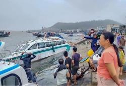 Quảng Ngãi có gần 40.000 nhà dân bị tốc mái, sập do bão số 9