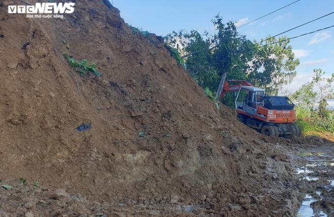 Tìm thấy thi thể 16 nạn nhân trong 2 vụ sạt lở núi khiến 53 người bị vùi lấp - 1