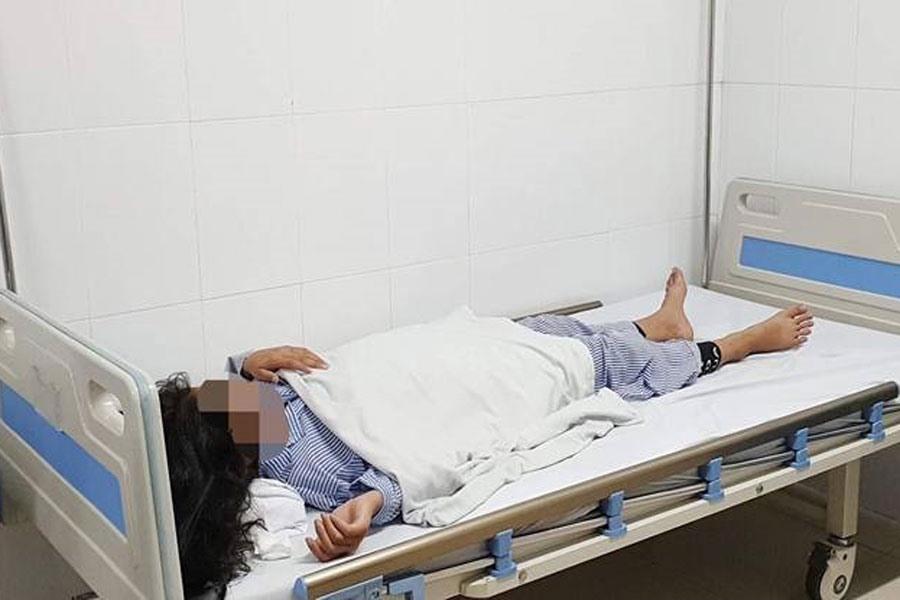 Bé gái 13 tuổi mù hai mắt sau khi tiêm filler tại một spa. Ảnh: BVCC