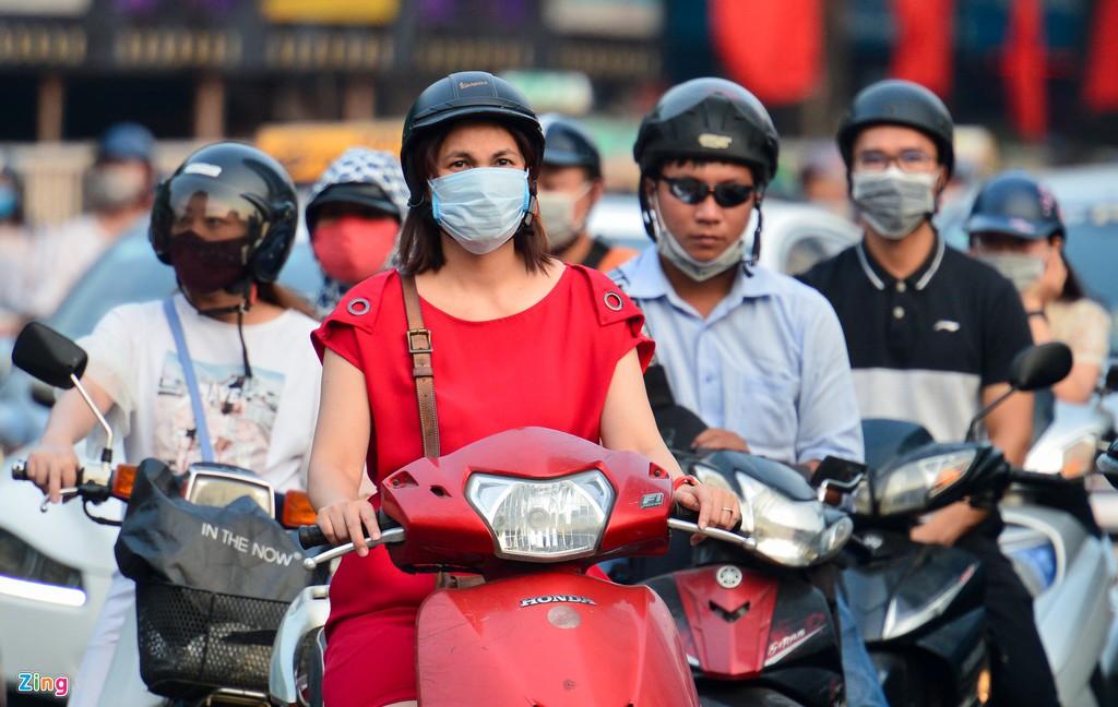 Khói xe, bụi đường bủa vây người Hà Nội