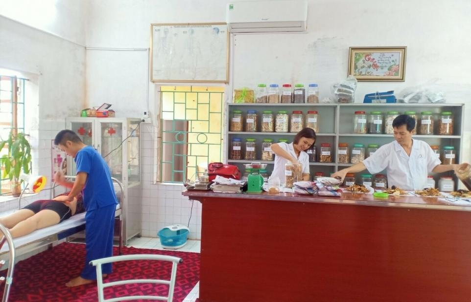 Thái Bình: Khám chữa bệnh bằng y học cổ truyền tại trạm y tế xã Hợp Tiến