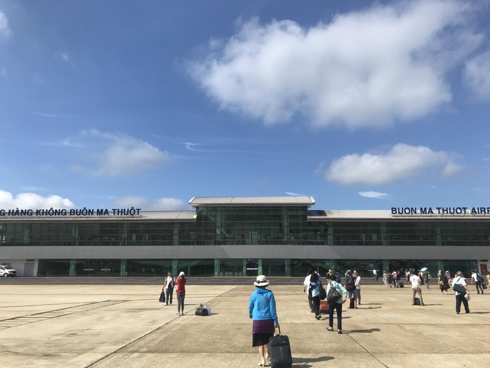 Ảnh hưởng của bão số 12: Tạm dừng 5 sân bay, điều chỉnh lịch bay