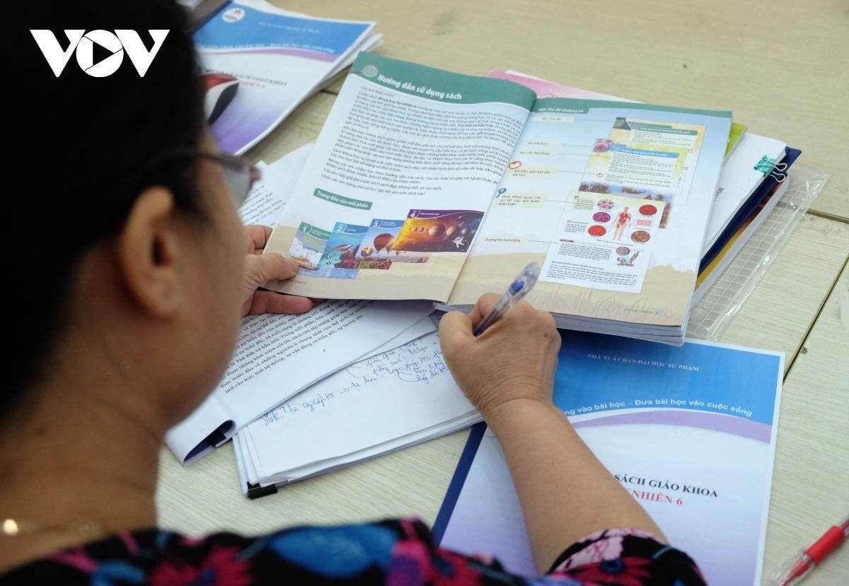 Bộ GD-ĐT đề nghị Hội đồng thẩm định xem xét kỹ ngữ liệu, ngôn ngữ SGK lớp 6 mới