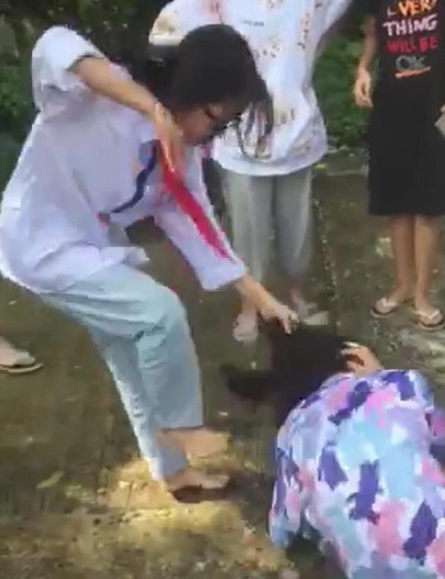 Nữ sinh lớp 8 bị bạn đánh hội đồng: Đau đầu, chóng mặt do chấn động về não - 2