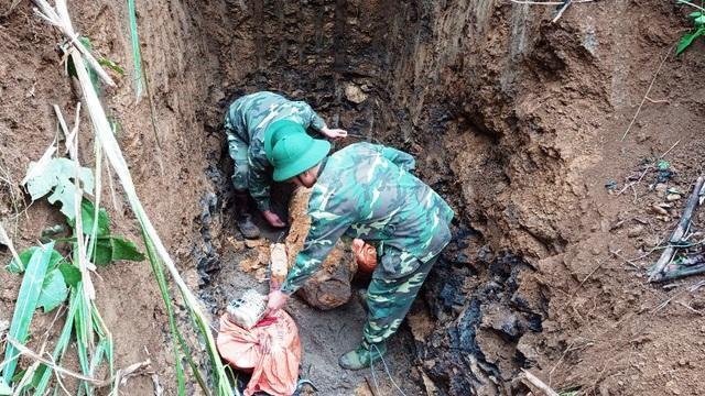 Cải tạo vườn phát hiện bom nặng hơn 300kg nằm sâu 2m - 1